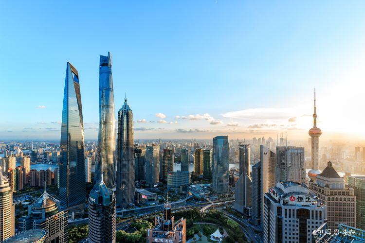 Keindahan bangunan Shanghai Tower, trip.com